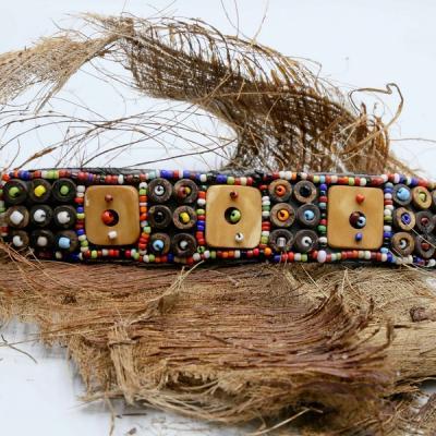 Bracelet perle de rocaille 3 cabochons os